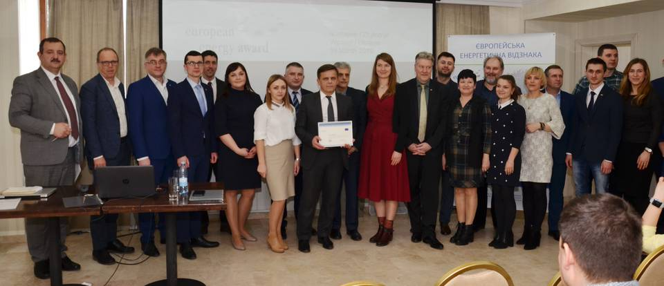 Presentation of the certificate to Mayor Serhii Sukhomlyn (Photo: Andriy Kyrchiv)